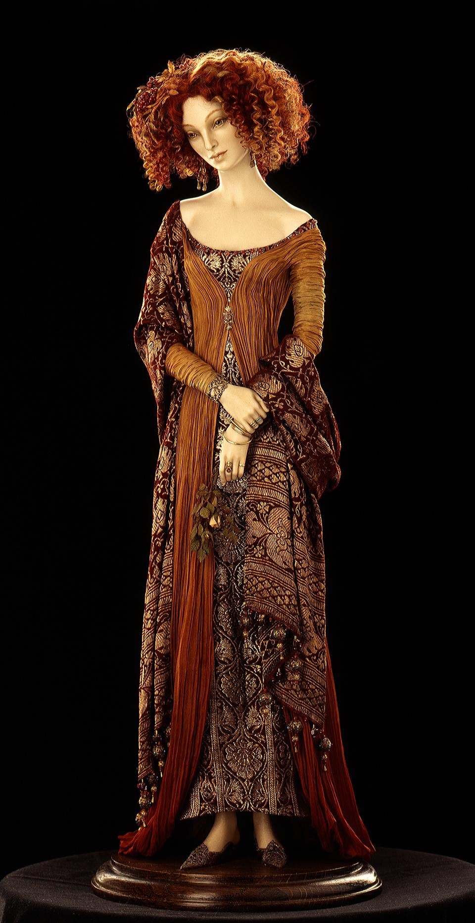 Ювелирные украшения - серьги, браслеты, кольца - выполнены...  Фарфор бисквит.  В костюме использованы антикварные...